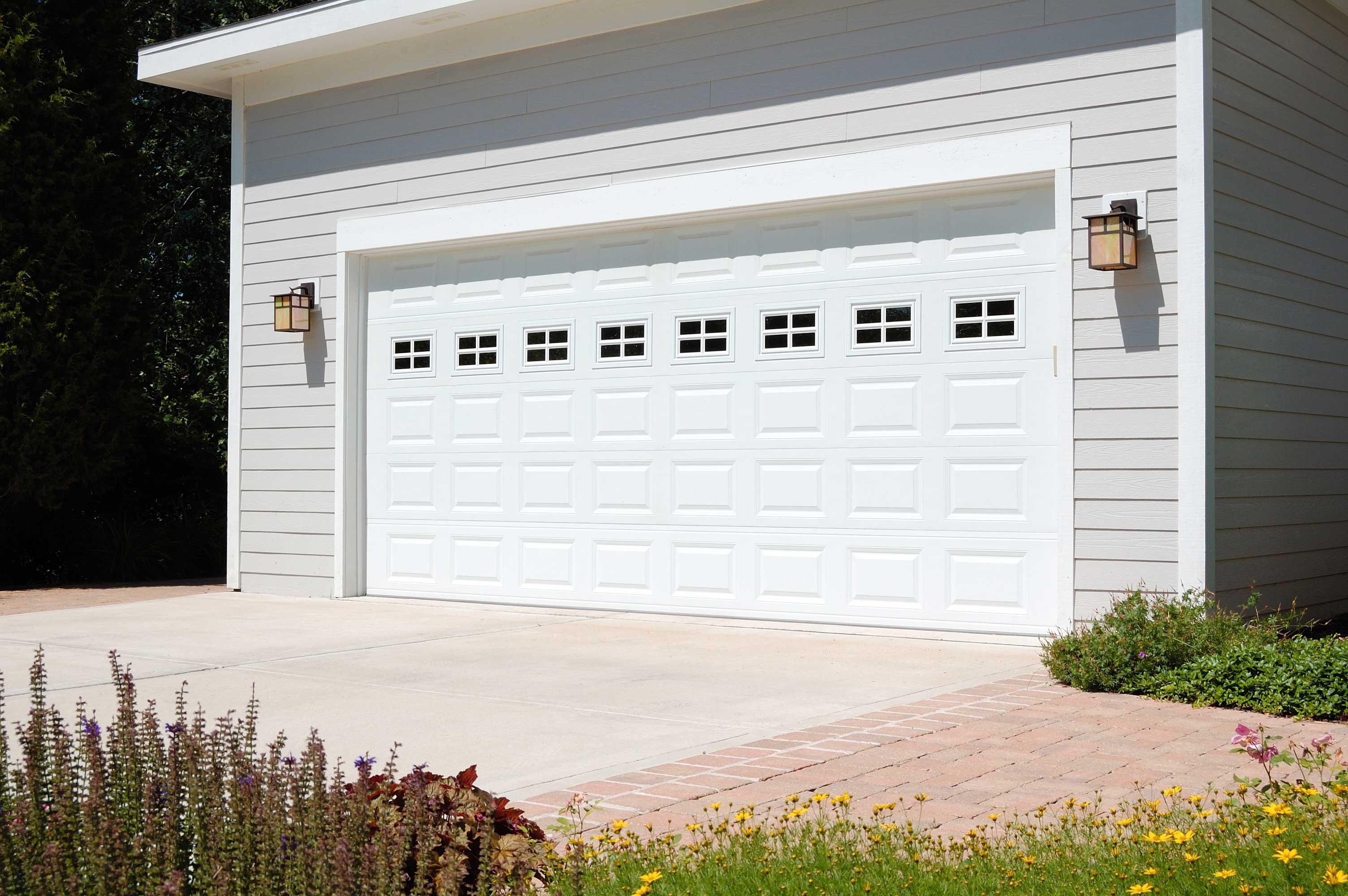 Sturdi-Bilt   24-Gauge Raised Panel Steel on 24' Garage Door  id=63382
